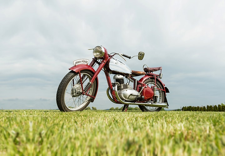 mitas-banner_motorcycle-on-road_classic_720x500px